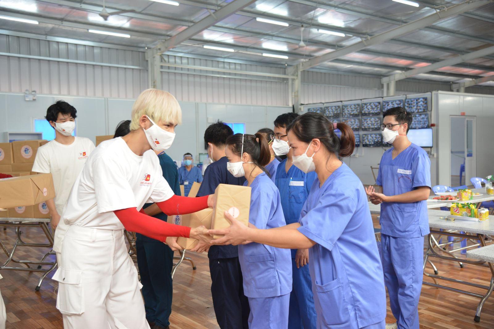 Các đơn vị, đoàn thể 'tiếp sức' cho đội ngũ y, bác sĩ tuyến đầu chống dịch tại TP Hồ Chí Minh - Ảnh 6.