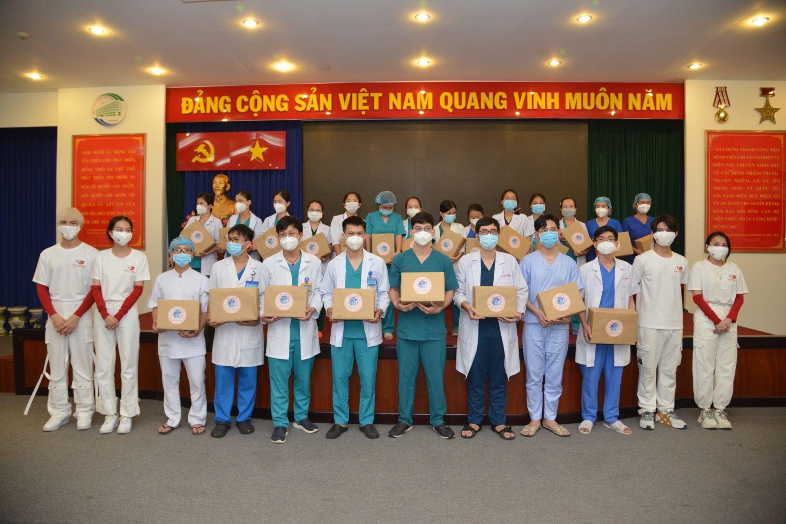 Các đơn vị, đoàn thể 'tiếp sức' cho đội ngũ y, bác sĩ tuyến đầu chống dịch tại TP Hồ Chí Minh - Ảnh 8.