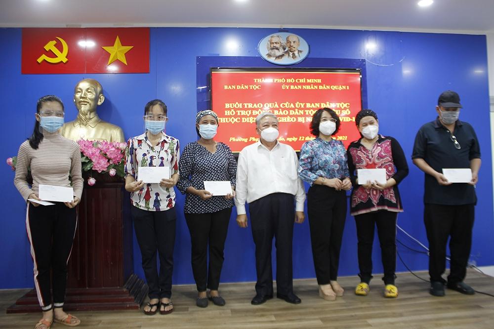 TP. Hồ Chí Minh: Trao quà của UBDT hỗ trợ đồng bào DTTS thuộc diện hộ nghèo bị nhiễm Covid-19 - Ảnh 1.