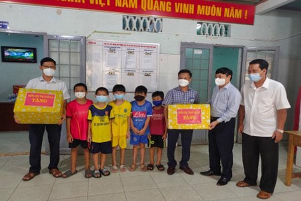 Trung tâm Bảo trợ Đắk Lắk: Trẻ em có hoàn cảnh đặc biệt khó khăn có Tết Trung thu an toàn, vui và đầm ấm giữa đại dịch Covid-19 - Ảnh 4.