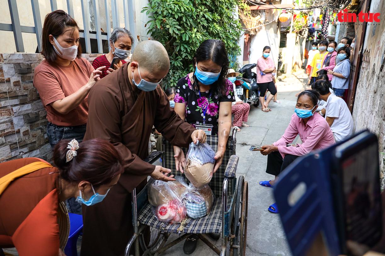 Người dân 'xóm chạy thận' ở Hà Nội vật lộn dưới cái nóng gay gắt - Ảnh 8.