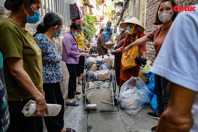 Người dân 'xóm chạy thận' ở Hà Nội vật lộn dưới cái nóng gay gắt - Ảnh 9.