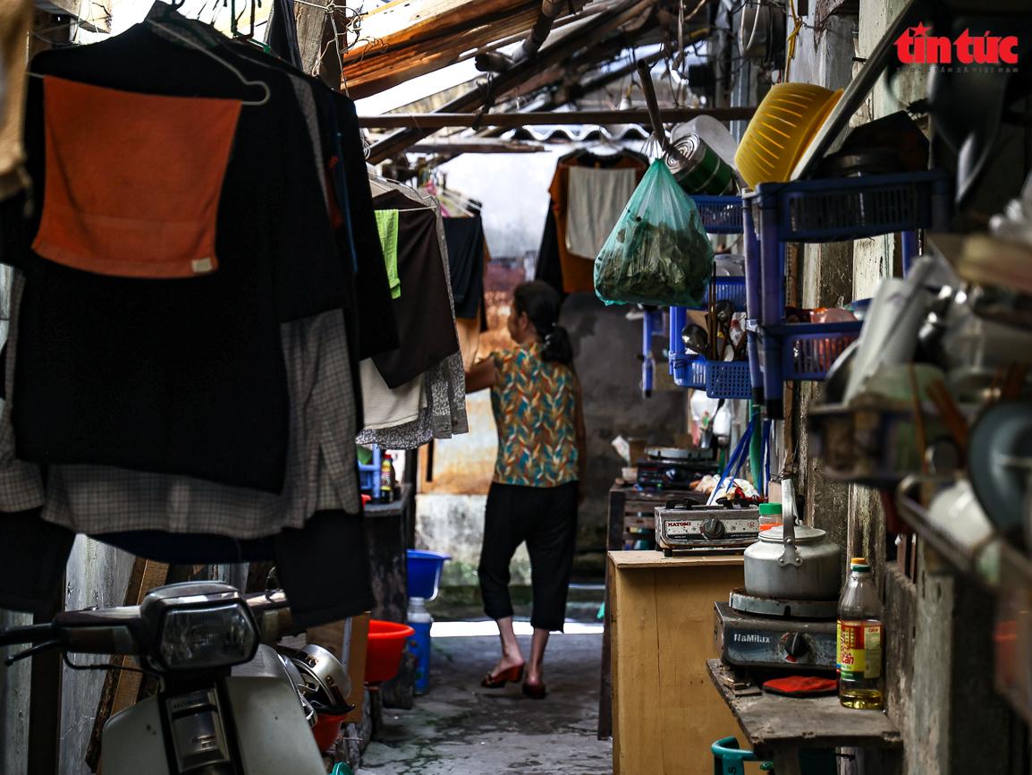 Người dân 'xóm chạy thận' ở Hà Nội vật lộn dưới cái nóng gay gắt - Ảnh 4.