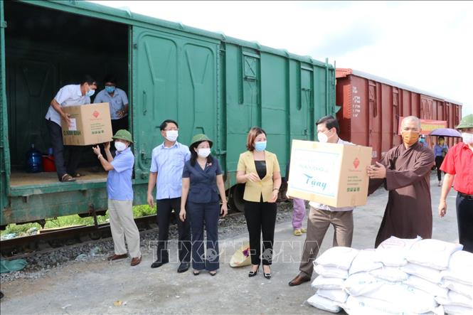 Hỗ trợ TP Hồ Chí Minh nhu yếu phẩm và thiết bị phòng, chống dịch - Ảnh 5.