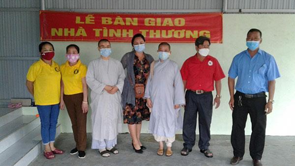 Gia Lai: Bàn giao nhà tình thương cho hộ nghèo, khó khăn tại xã Ayun Hạ - Ảnh 1.