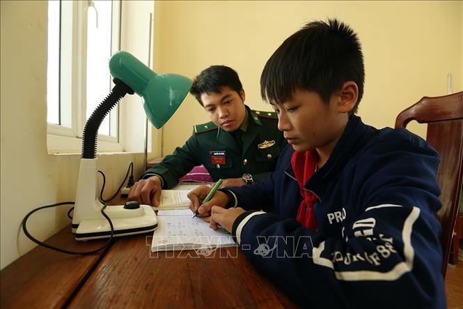 Chắp cánh ước mơ cho học sinh nghèo dân tộc thiểu số vùng biên - Ảnh 1.