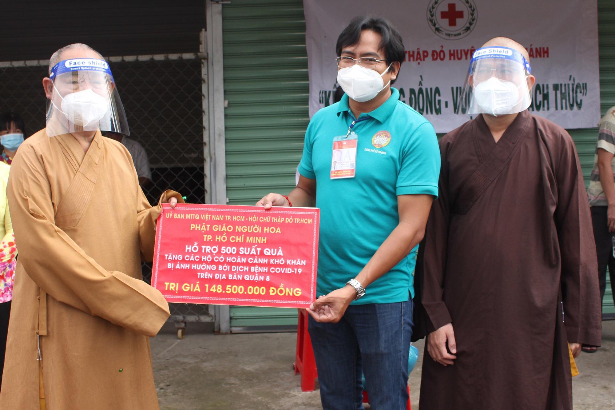 """Bình Chánh (TP.Hồ Chí Minh): Trao tặng 550 """"Túi an sinh"""" đến người lao động có hoàn cảnh khó khăn - Ảnh 2."""