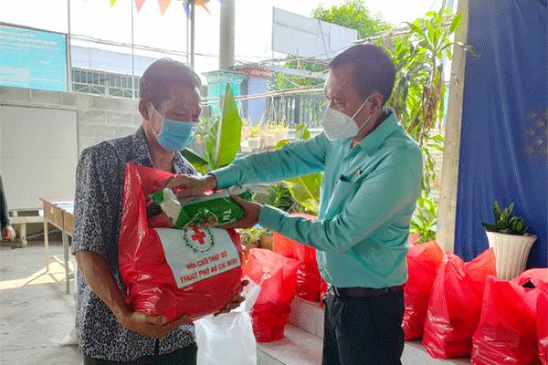 Hội Chữ thập đỏ TP. Hồ Chí Minh: Hỗ trợ người dân khó khăn bởi dịch ở xã Tân Thông Hội, huyện Củ Chi - Ảnh 2.