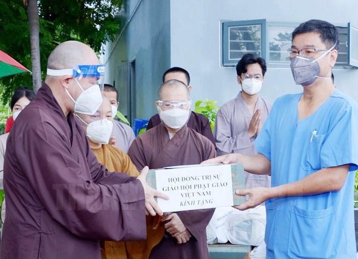Tăng ni, phật tử TP Hồ Chí Minh chung tay phòng chống đại dịch Covid 19 - Ảnh 3.