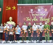 Thái Nguyên: Tặng 300 suất quà cho các gia đình chính sách