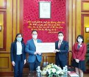 Hội Chữ thập đỏ Việt Nam tiếp nhận nhu yếu phẩm trị giá 500 triệu đồng từ Hiệp hội Doanh nghiệp Singapore tại Việt Nam