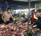 Hà Nội ngày đầu giãn cách toàn xã hội: Hàng hoá chợ dân sinh dồi dào, cơ bản không tăng giá