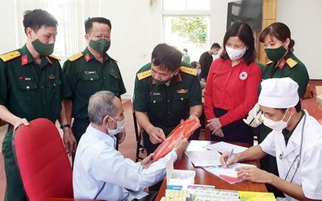 Quảng Ninh: Khám bệnh, cấp phát thuốc miễn phí cho đối tượng chính sách, người có công