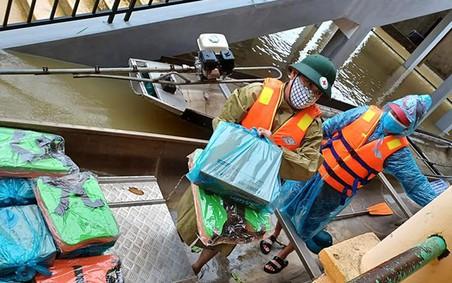 Hội Chữ thập đỏ Việt Nam hỗ trợ khẩn cấp người dân Quảng Bình bị ảnh hưởngmưa lũ tiền và hàng trị giá 320 triệu đồng