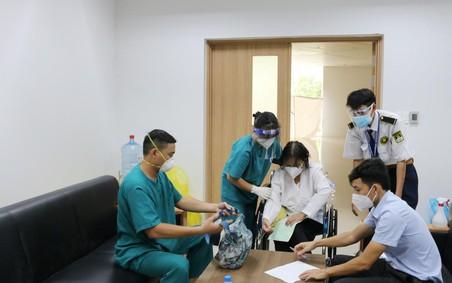 Trao trả tài sản trị giá gần 100 triệu đồng cho bệnh nhân mắc COVID-19 trong ngày xuất viện