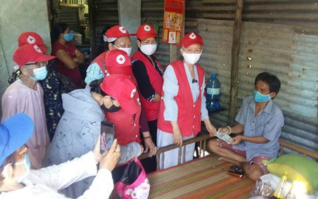Sóc Trăng: Câu lạc bộ Trao niềm hy vọng hỗ trợ bệnh nhân nghèo tại huyện Long Phú