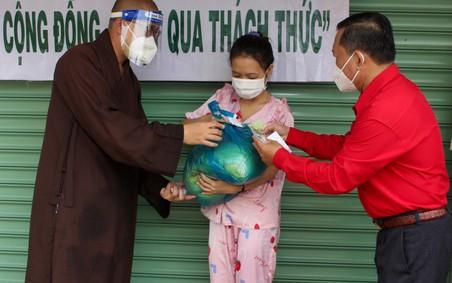"""Bình Chánh (TP.Hồ Chí Minh): Trao tặng 550 """"Túi an sinh"""" đến người lao động có hoàn cảnh khó khăn"""