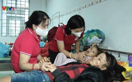 Hội CTĐ VN cứu trợ lũ cho người dân các tỉnh miền Trung