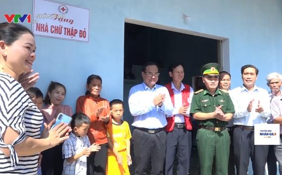 Hỗ trợ người dân miền Trung sửa chữa nhà cửa sau thiên tai ổn định cuộc sống VTV1 Ngày 12.4.2021