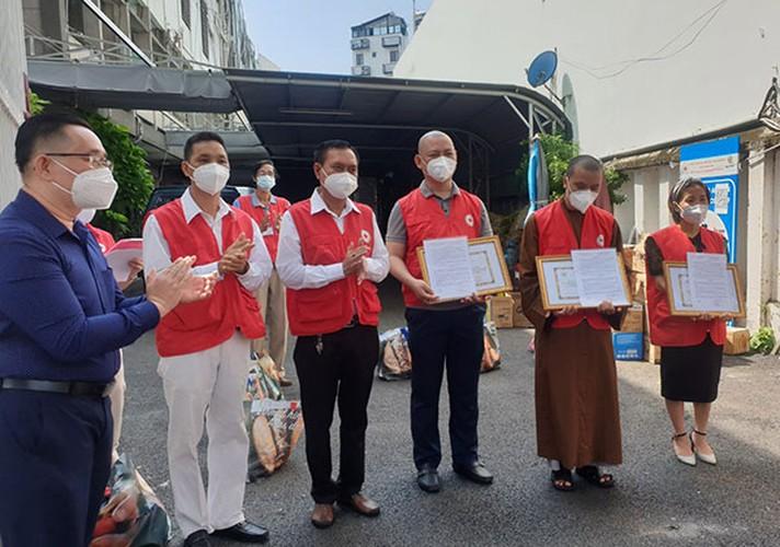 TP. Hồ Chí Minh: Những người không sợ hiểm nguy trong vùng tâm dịch